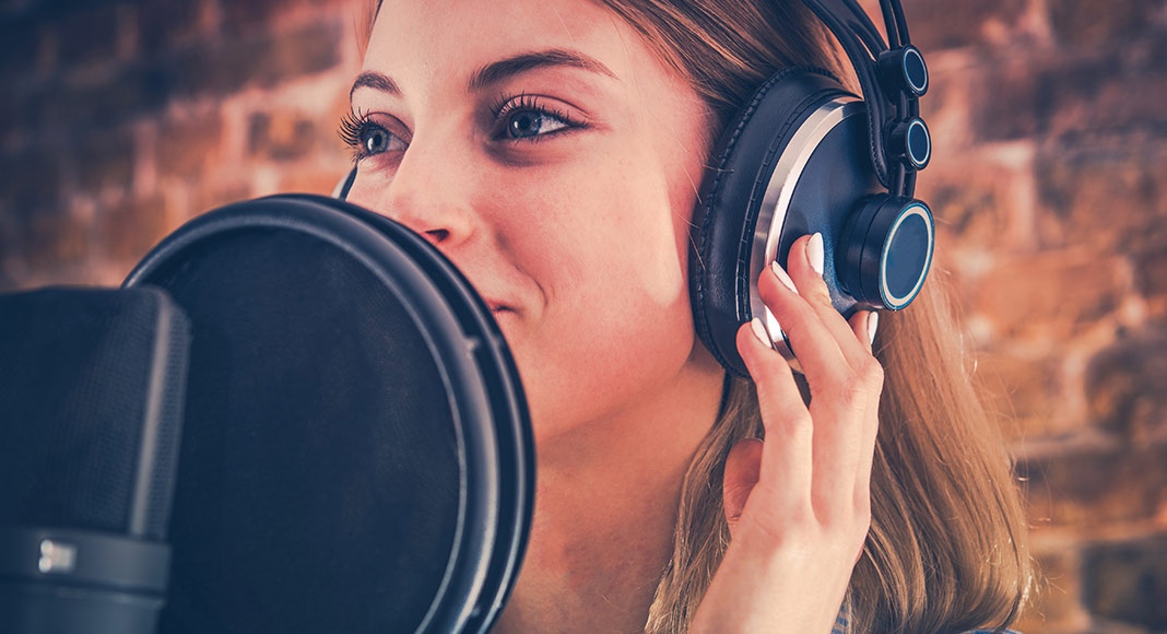 Common reasons of hiring a professional voice over artist