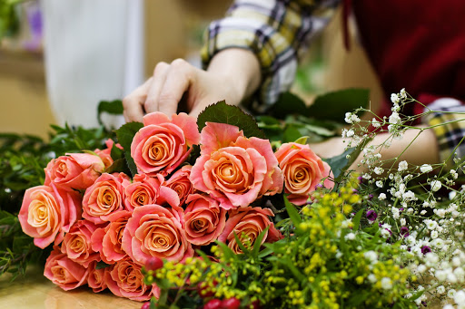 Things you need to consider before starting your flower delivery service